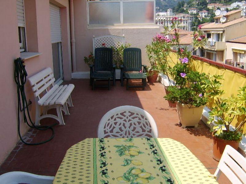 Vue de la terrasse Location Appartement 107752 Menton