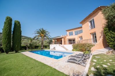 Vue extérieure de la location Location Villa 114176 Sainte Maxime