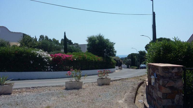 Vue extérieure de la location Location Studio 115941 Les Issambres