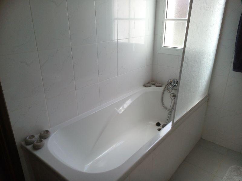 salle de bain 1 Location Maison 66093 Santa Cruz