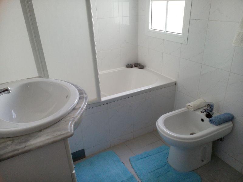 salle de bain 2 Location Maison 66093 Santa Cruz
