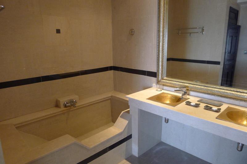 salle de bain 1 Location Villa 76643 Agadir