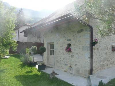 Vue ext�rieure de la location Location Maison 78836 Aix Les Bains