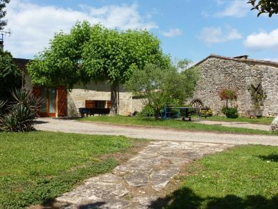 Vue extérieure de la location Location Gite 89660 Saint Emilion