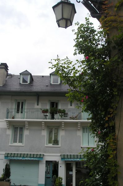 Vue extérieure de la location Location Appartement 106348 Luz Saint Sauveur