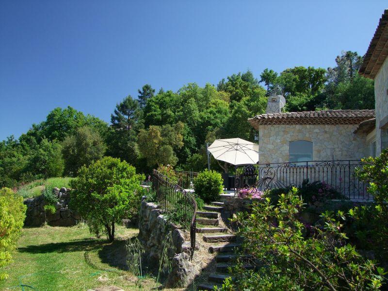 Vue extérieure de la location Location Villa 111352 Fréjus