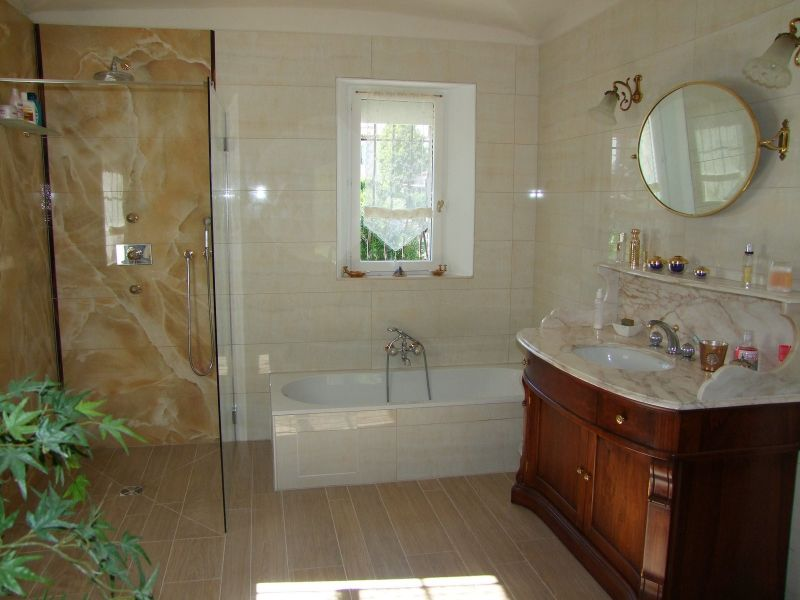 salle de bain 1 Location Villa 111352 Fréjus