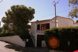 Vue extérieure de la location Location Maison 75413 Llança