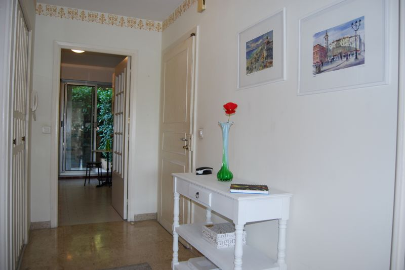 Couloir Location Appartement 92095 Nice