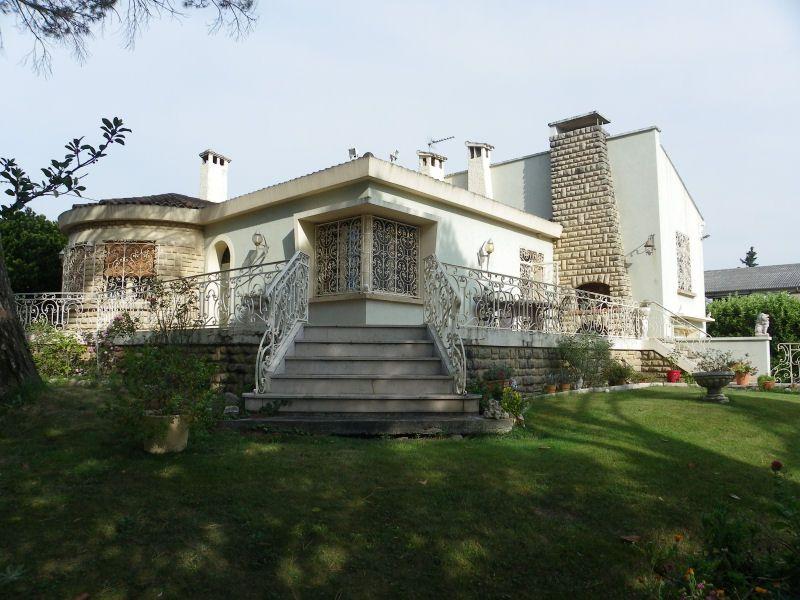 Vue extérieure de la location Location Villa 93665 Avignon