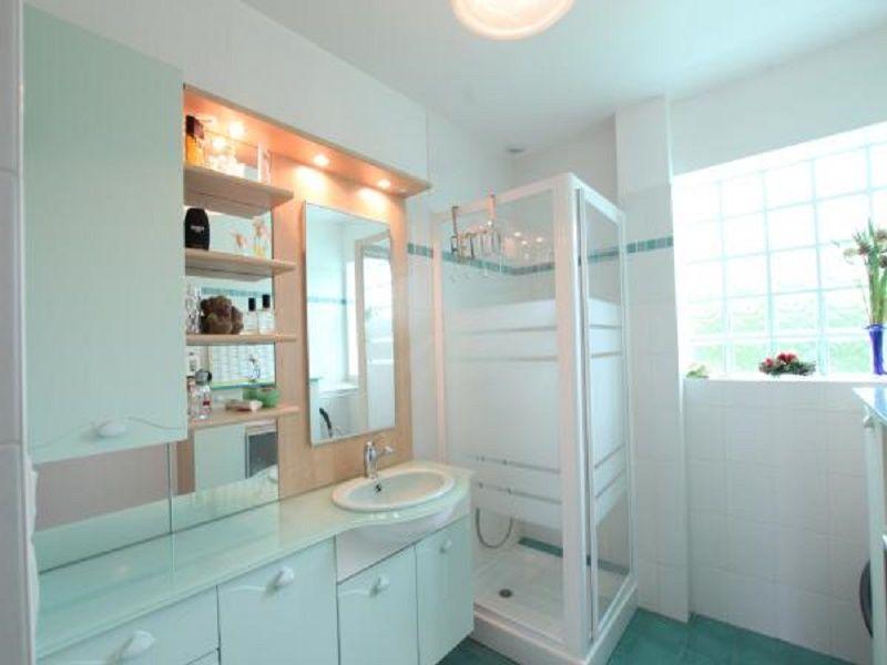 salle de bain 1 Location Gite 97855 Gouville sur Mer