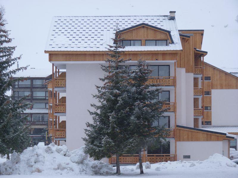 Vue extérieure de la location Location Appartement 101179 Les 2 Alpes