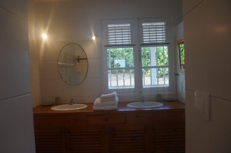 salle de bain 1 Location Villa 102539 Saint Francois