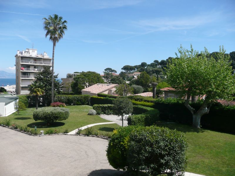 Vue de la terrasse Location Appartement 105595 Antibes