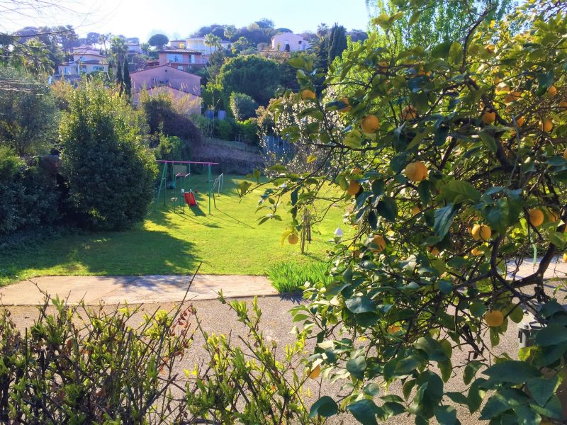 Vue de la terrasse Location Appartement 113971 Antibes