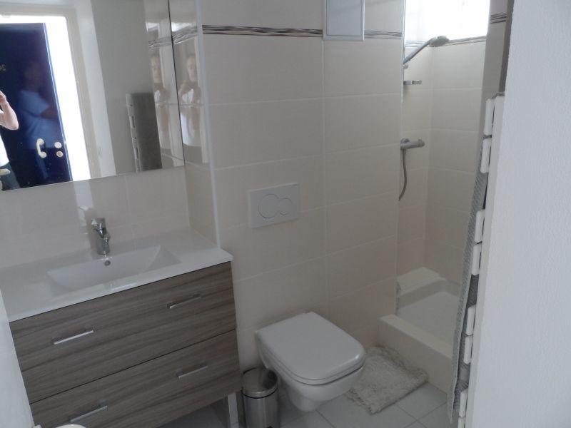 salle de bain Location Appartement 114733 Le Lavandou