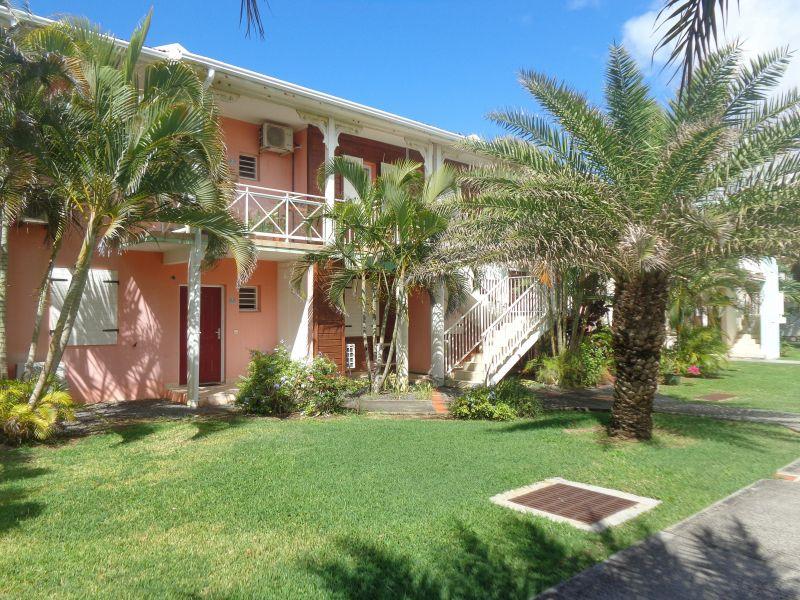 Vue extérieure de la location Location Appartement 118326 Saint Francois