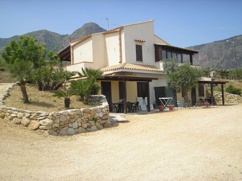 Vue extérieure de la location Location Maison 67481 Castellammare del Golfo