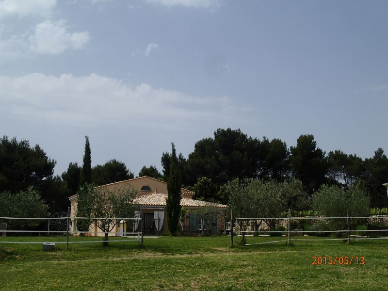 Vue extérieure de la location Location Gite 81749 Vaison la Romaine