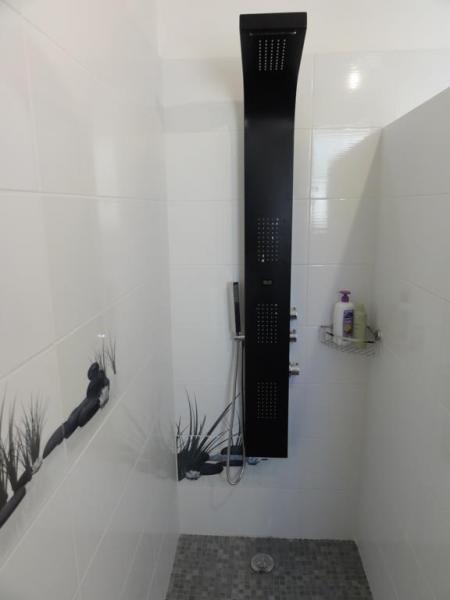salle de bain Location Villa 84463 La Seyne sur Mer
