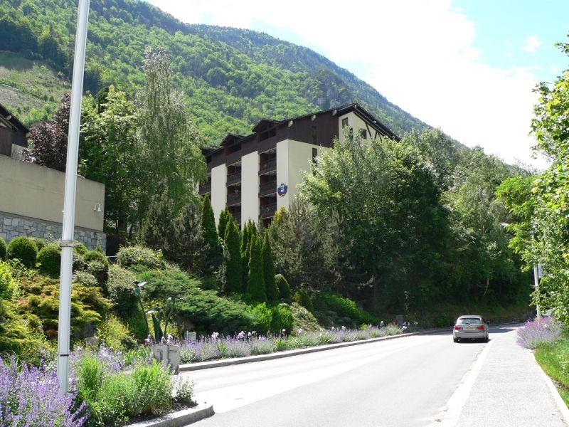 Vue extérieure de la location Location Studio 106467 Brides Les Bains