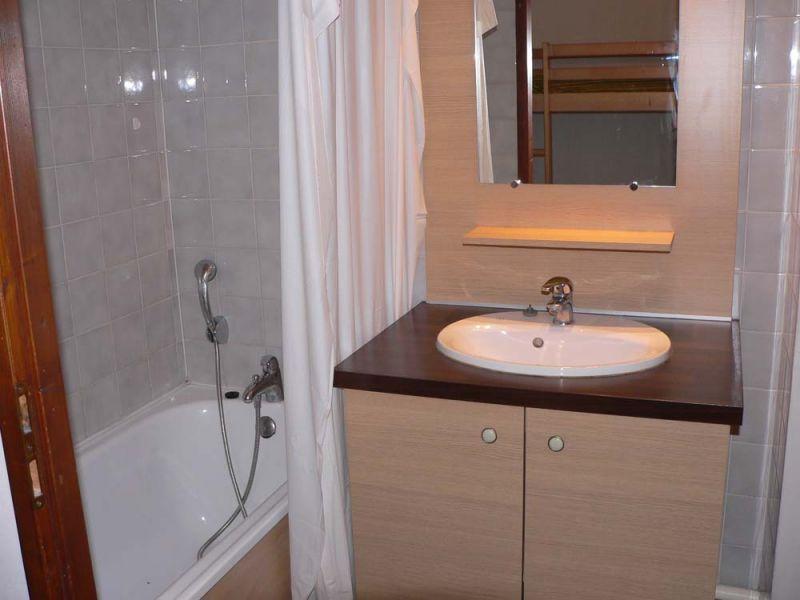 salle de bain Location Studio 106467 Brides Les Bains