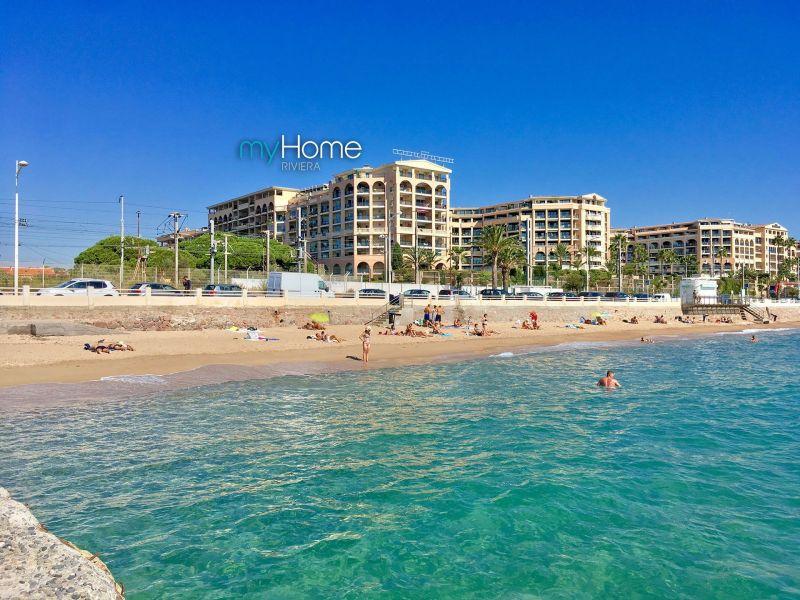 Vue extérieure de la location Location Appartement 107299 Cannes