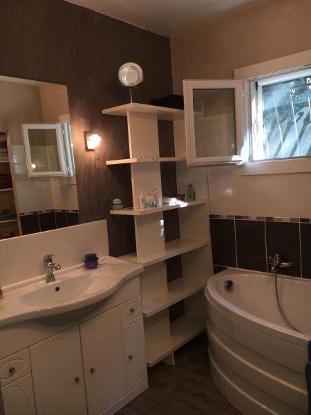 salle de bain Location Villa 112619 Alès