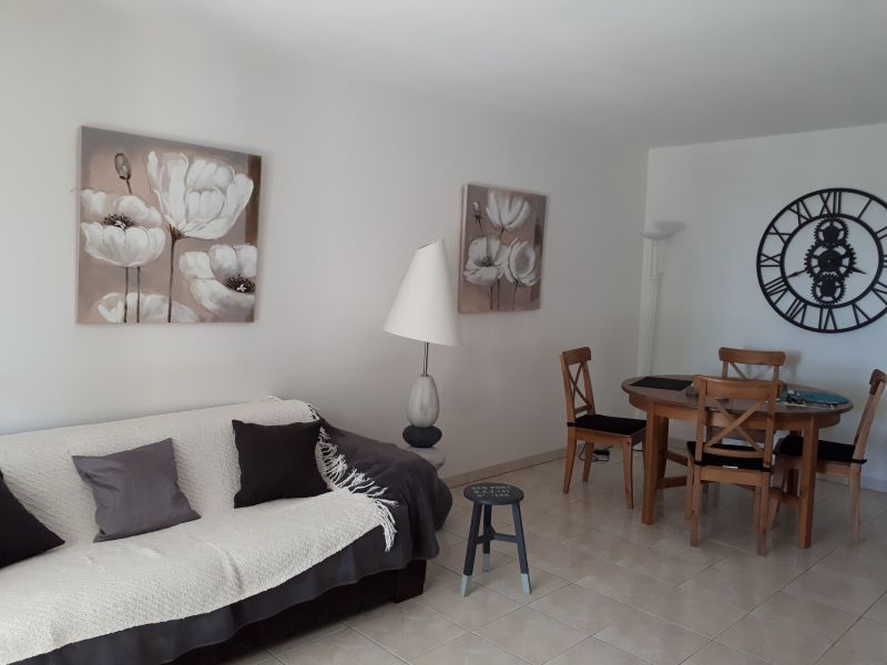 Salon Location Appartement 63966 Fréjus