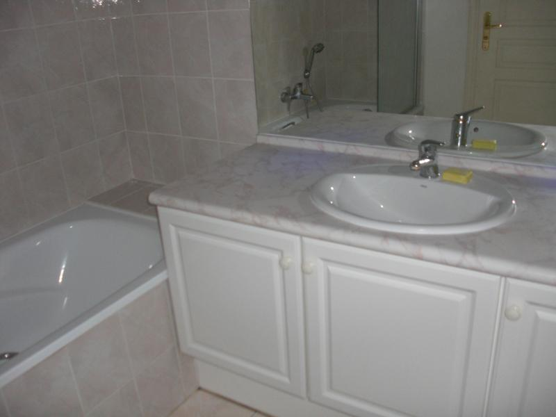 salle de bain Location Appartement 63966 Fréjus