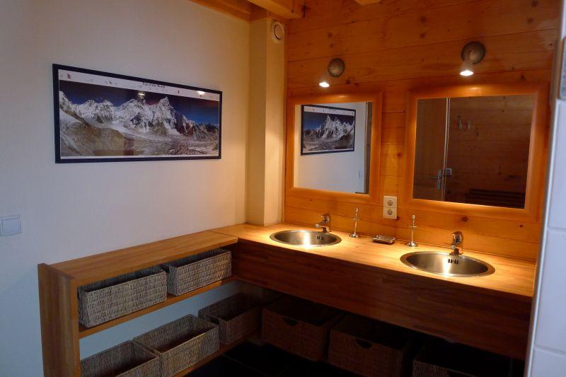 salle de bain 1 Location Chalet 2355 Praz de Lys Sommand
