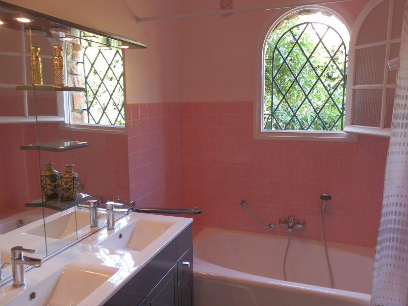 salle de bain Location Villa 100556 Golfe Juan