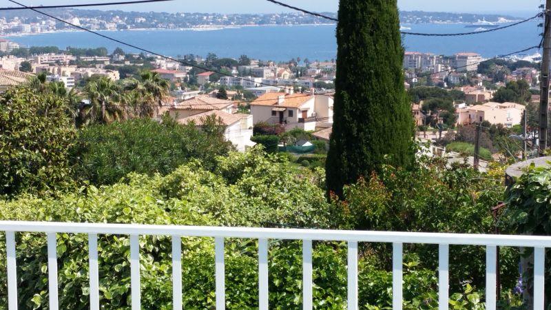 Vue extérieure de la location Location Villa 100556 Golfe Juan