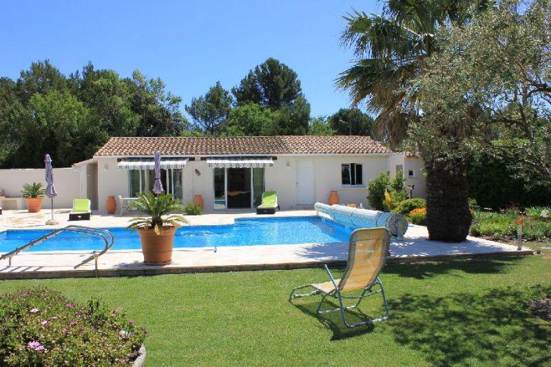 Vue extérieure de la location Location Villa 109138 Avignon