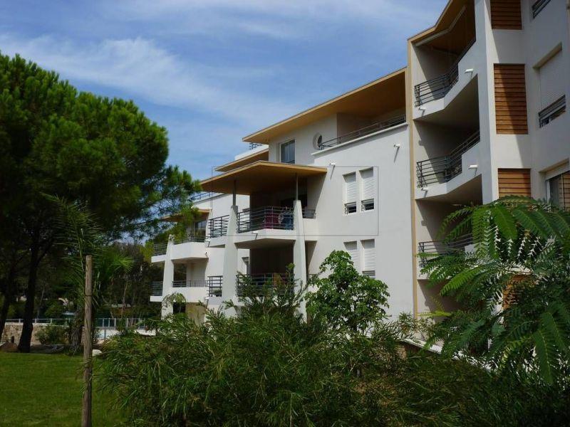 Vue extérieure de la location Location Appartement 117548 Calvi