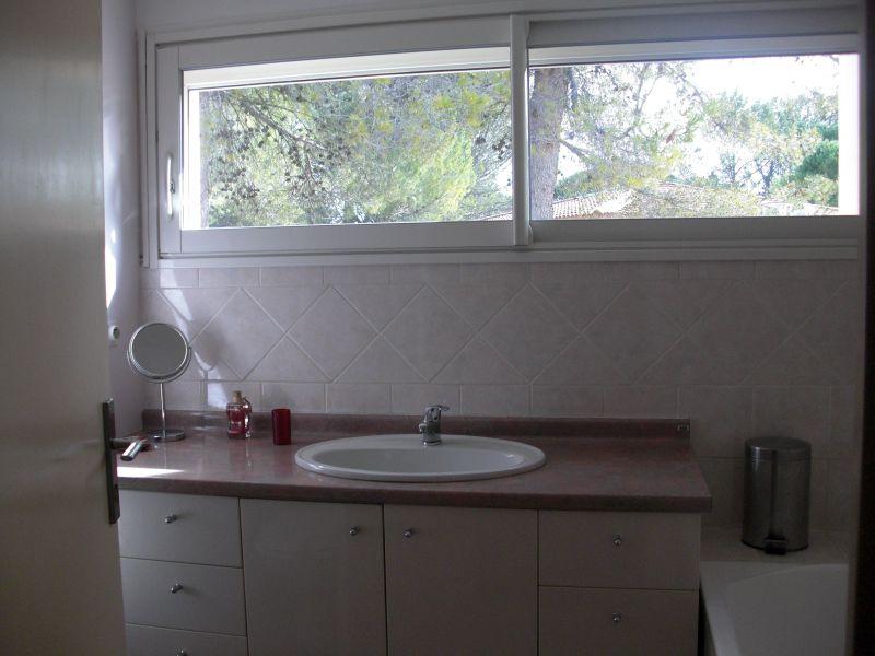 salle de bain Location Villa 118110 Nîmes