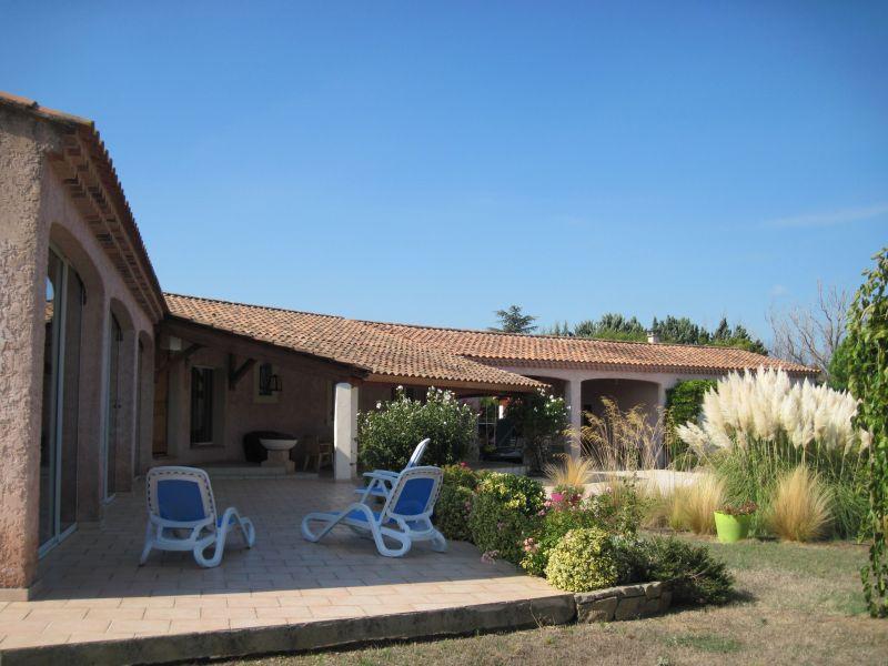 Vue extérieure de la location Location Villa 118411 Isle sur la Sorgue