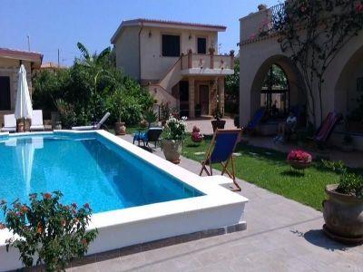 Vue extérieure de la location Location Appartement 63782 Isola di Capo Rizzuto
