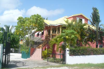 Vue ext�rieure de la location Location Gite 71841 Sainte Anne (Guadeloupe)