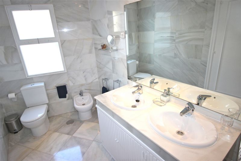 salle de bain 2 Location Appartement 75680 Marbella