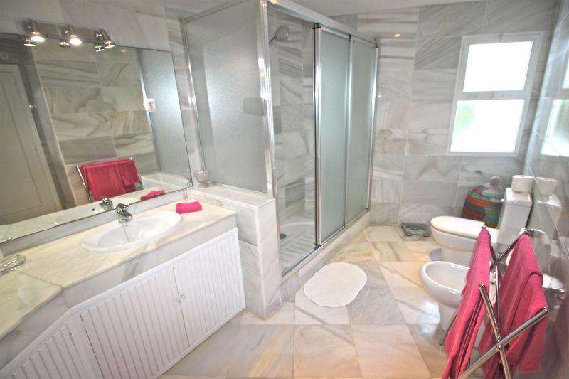 salle de bain 1 Location Appartement 75680 Marbella