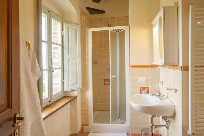 salle de bain 1 Location Villa 75874 Sienne