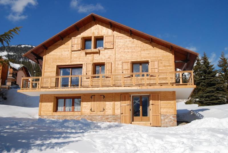 Vue extérieure de la location Location Chalet 77618 Montgenevre
