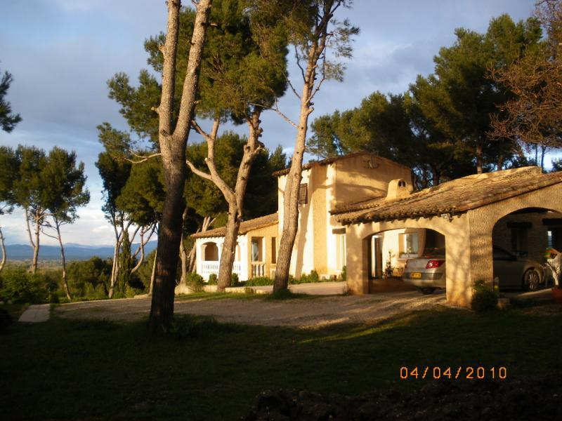 Vue à proximité Location Gite 83431 Avignon