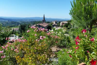 Vue de la terrasse Location Studio 92786 Aubenas