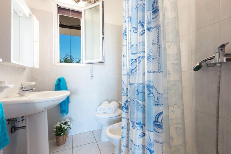 salle de bain 1 Location Villa 94351 Ostuni