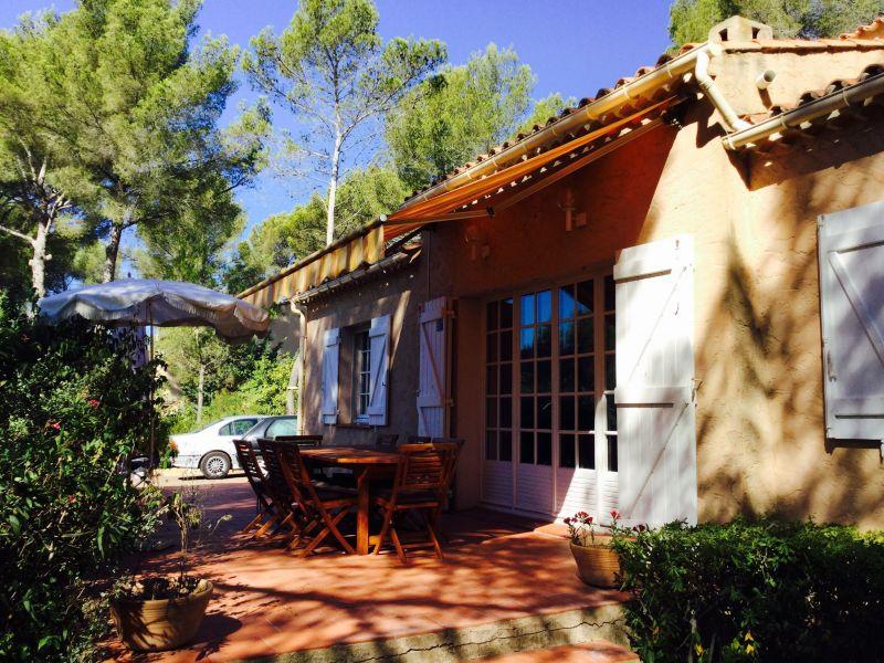 Vue extérieure de la location Location Villa 96924 La Cadière d'Azur