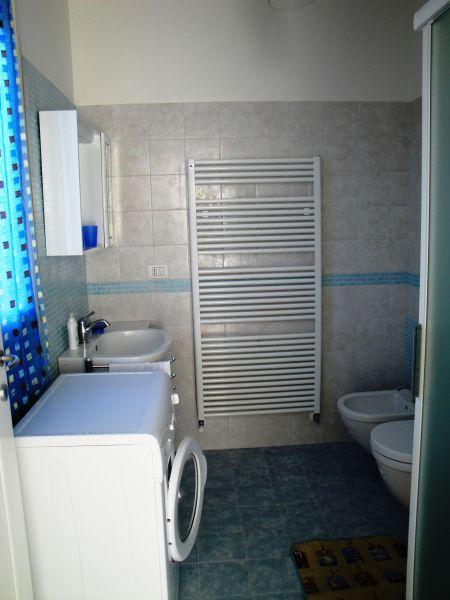 salle de bain Location Appartement 103623 Marotta