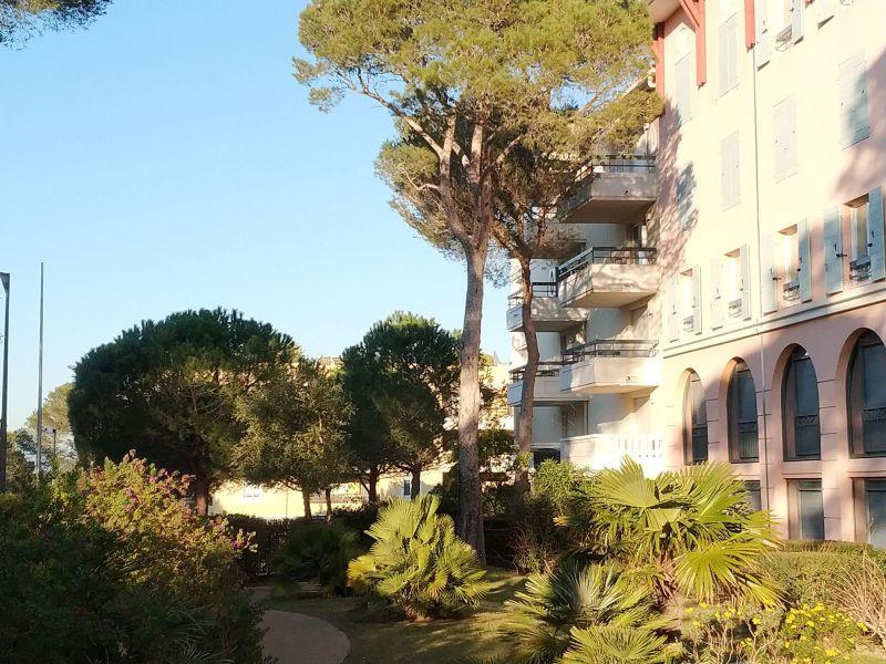 Vue extérieure de la location Location Appartement 107365 Fréjus