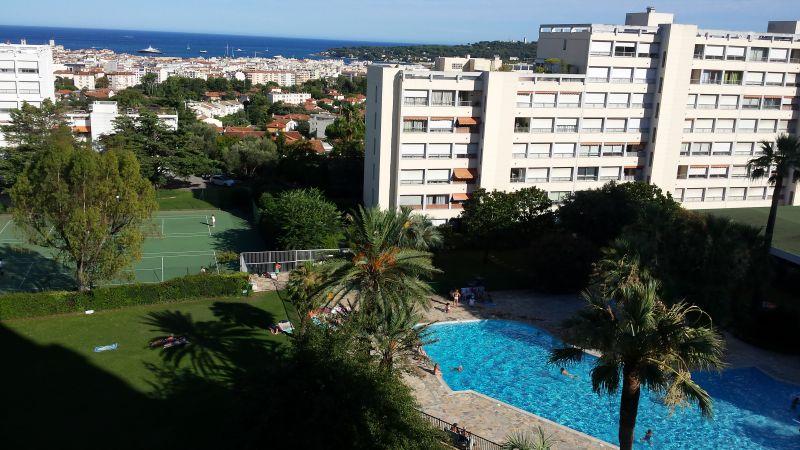 Vue de la terrasse Location Appartement 107906 Antibes